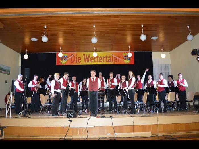 Bescherten Gute-Laune-Musik: sie Wettertaler mit Dirigent Edi Sagert.